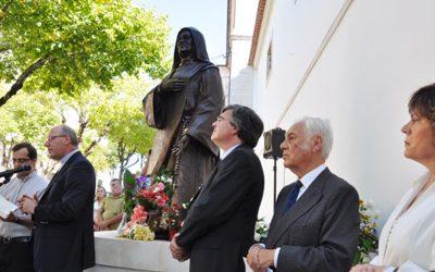 Inaugurada estátua da Irmã Lúcia
