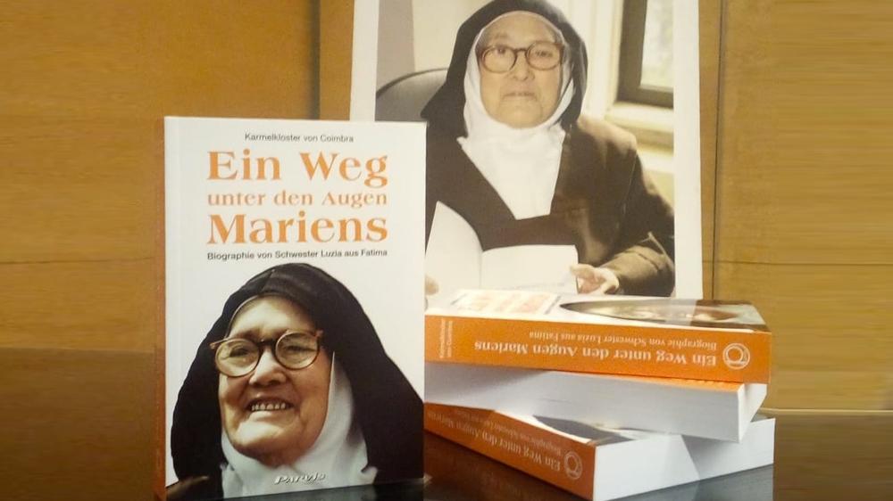 """A biografia da Ir. Lúcia """"Um Caminho sob o Olhar de Maria"""" em língua alemã"""
